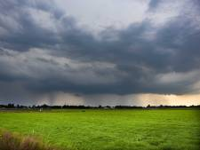 Zomerweer maakt plaats voor buien en onweer, maar het blijft warm