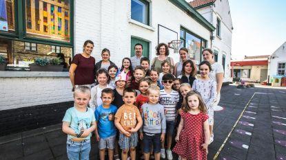 Nog 14 dagen om 7 kinderen te vinden en sluiting te vermijden: ouders basisschool Damme gaan zelf promotie voeren op beurzen