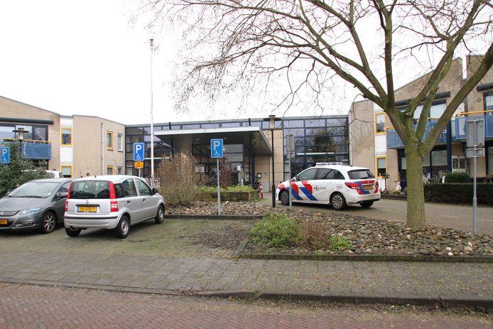 Aan de Kattenhaarsweg in Rijssen is donderdagochtend een lijk gevonden. Het lichaam werd onder verdachte omstandigheden in het Wellehof Woonzorgcentrum gevonden.