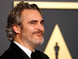 """Joaquin Phoenix zal z'n zoontje nooit dwingen veganistisch te eten: """"Maar fastfood komt niet op tafel"""""""
