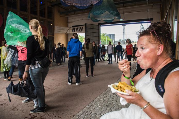 Lekker eten in de Willem II-passage tijdens Mundial.