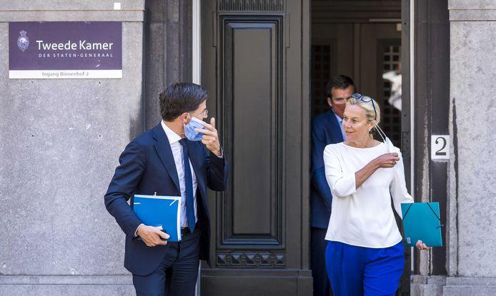 Fractieleider Mark Rutte (VVD) en fractieleider Sigrid Kaag (D66) na afloop van een gesprek met informateur Mariëtte Hamer.