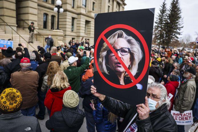 Aanhangers van de Republikeinen protesteren tegen Liz Cheney.