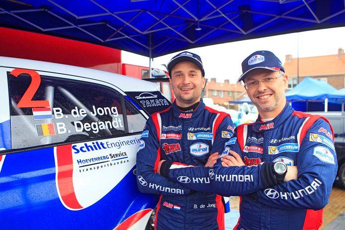 Bob de Jong (links) met navigator Bjorn Degandt.