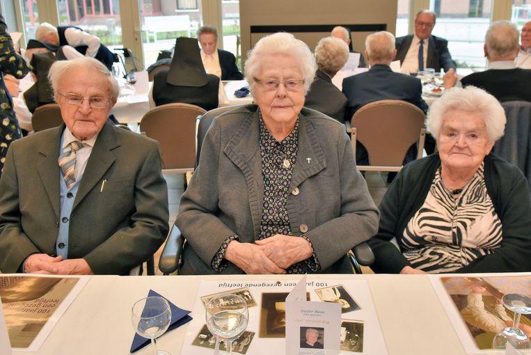 Kuurne Centraal de 100 jarige zuster Rosa Quartier, met haar broer Omer en zus Godelieve.