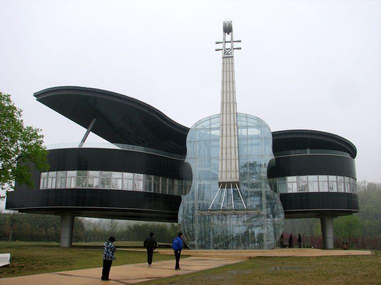 Het Piano en Vioolgebouw in Huainan, dat om onduidelijke redenen het thuis is van een stadsplanningsmuseum Beeld -