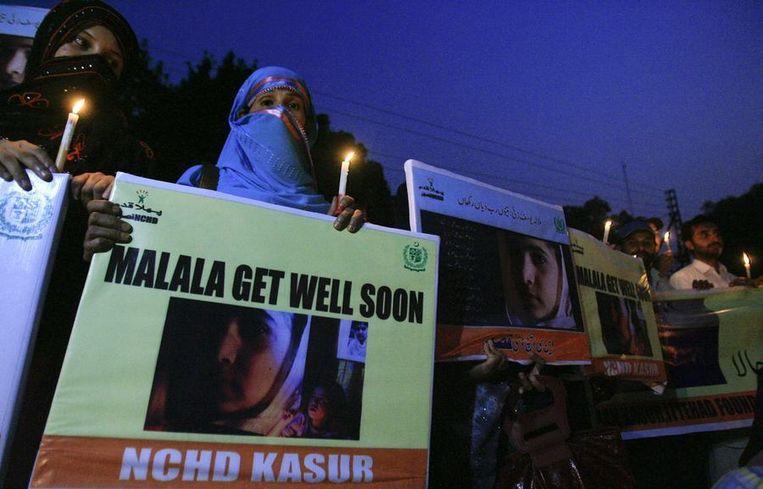 Pakistaanse vrouwen steunen Malala. Beeld reuters