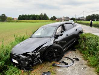Automobilist lichtgewond bij frontale botsing, wel zware materiële schade
