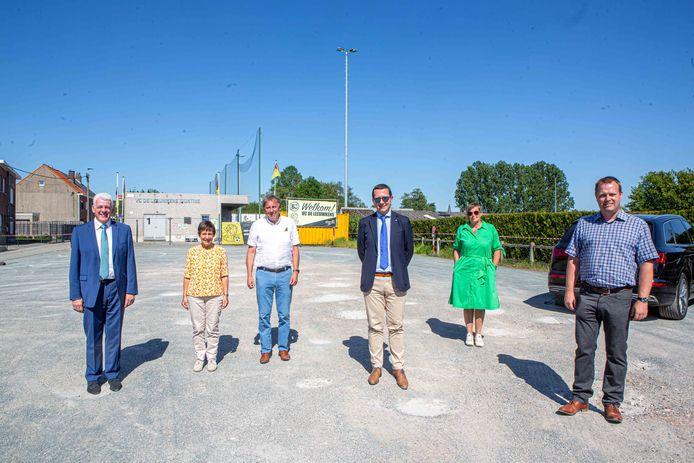 Het gemeentebestuur is tevreden dat het de parking in Teralfene eindelijk heeft kunnen aankopen.