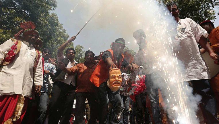 Aanhang van India's Bharatiya Janata Partij (BJP) viert de overwinning in New Delhi. Beeld reuters