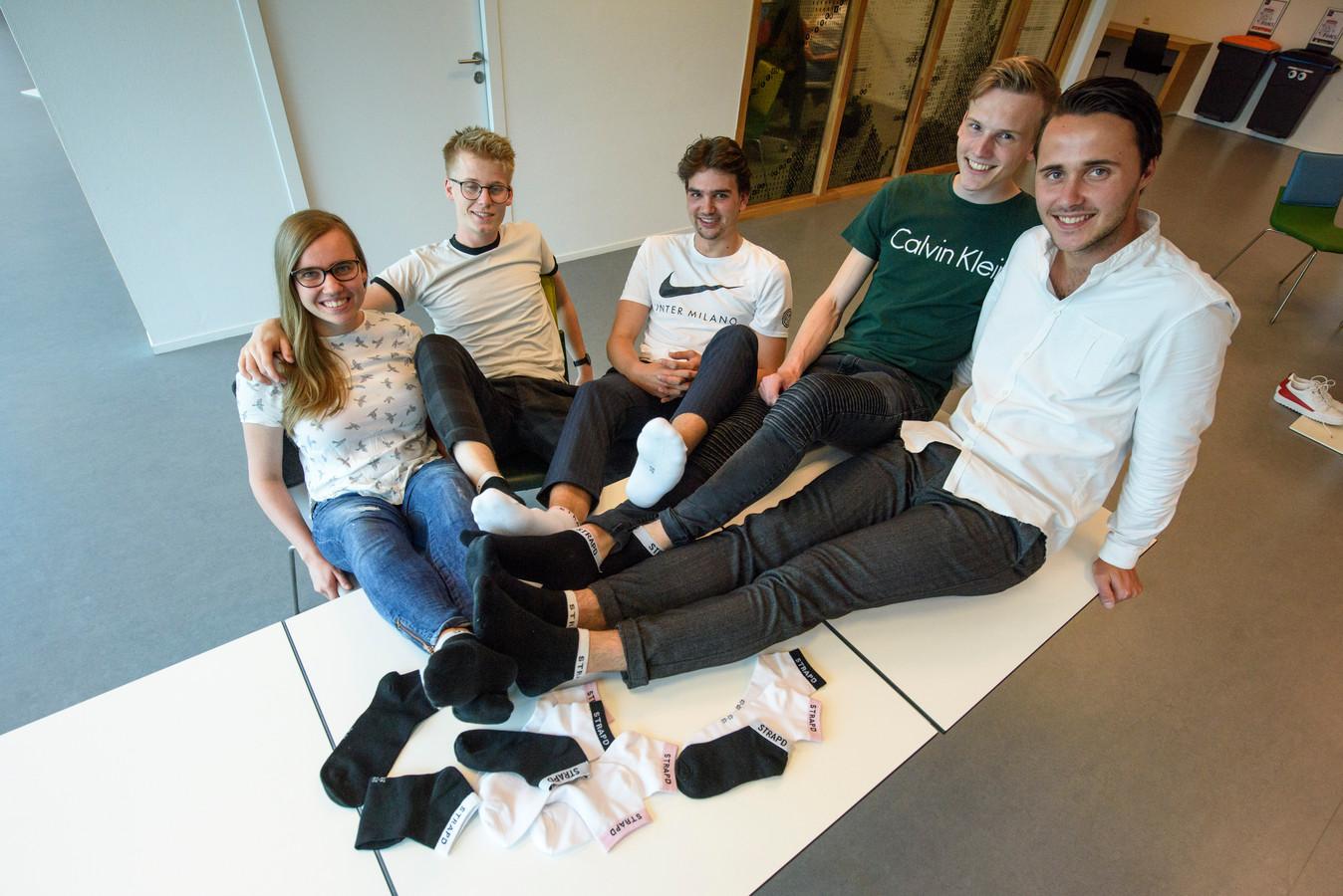 Het team STRAPD, van links naar rechts: Steffie van Eemeren, Harris van Eijk, Jari van den Broek, Willem Moeskops en Niels Fickinger.