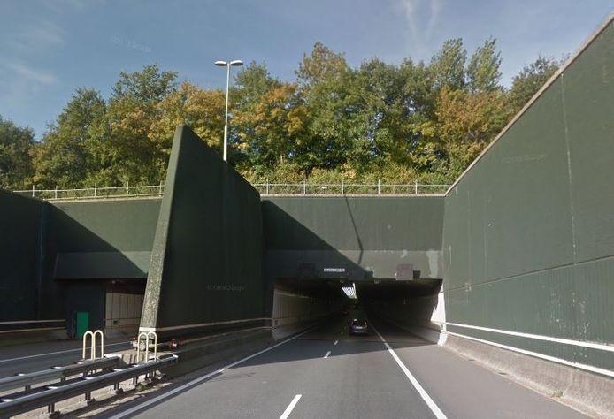 Door de Vlaketunnel mogen geen gevaarlijke stoffen worden vervoerd.