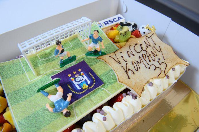 Wij trakteerden Vincent Kompany op taart voor z'n 35ste verjaardag.