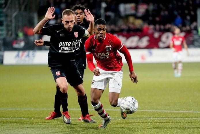 Xandro Schenk zag in de slotfase hoe Myron Boadu het duel besliste: 3-0.