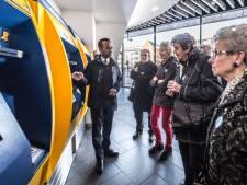 Senioren en het openbaar vervoer: 'Elke keer leer je wel weer wat bij'