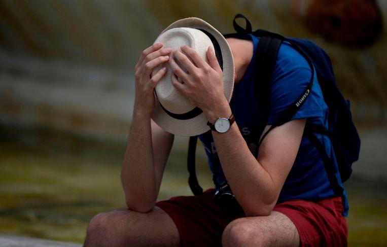 De hitte in Sevilla wordt een man teveel. Beeld AFP