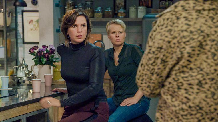 Caroline Maes (Mieke) en Cathérine Kools (Leen) in 'Familie'.