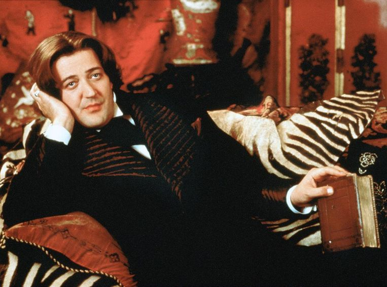 Als Oscar Wilde in de film 'Wilde' (1997).  Beeld ARD