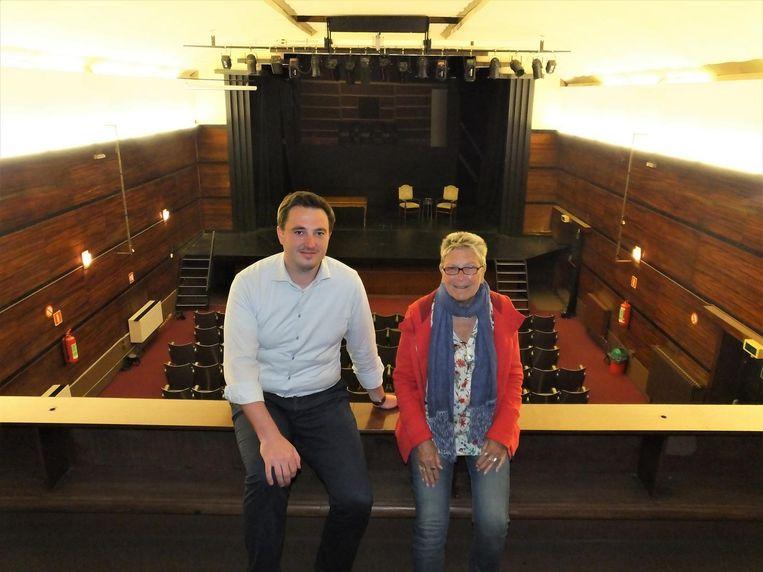 Schepen van Cultuur Rutger De Reu (CD&V) en Ginette Filliers van Theatergroep Vooruit in zaal Palace.