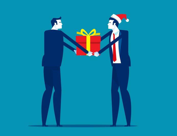 Ambtenaren krijgen dit jaar een kerstpakket dat is ingekocht bij Gorcumse ondernemers.