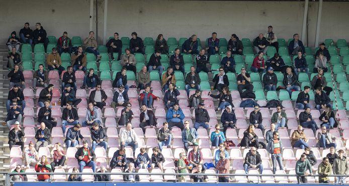 NIJMEGEN - Supporters tijdens de voetbalwedstrijd tussen N.E.C. en De Graafschap, in deze proefopstelling met veel tussenruimte. De wedstrijd valt onder een reeks van proefevenementen waarbij Fieldlab onderzoekt hoe grote evenementen veilig kunnen plaatsvinden in coronatijd.