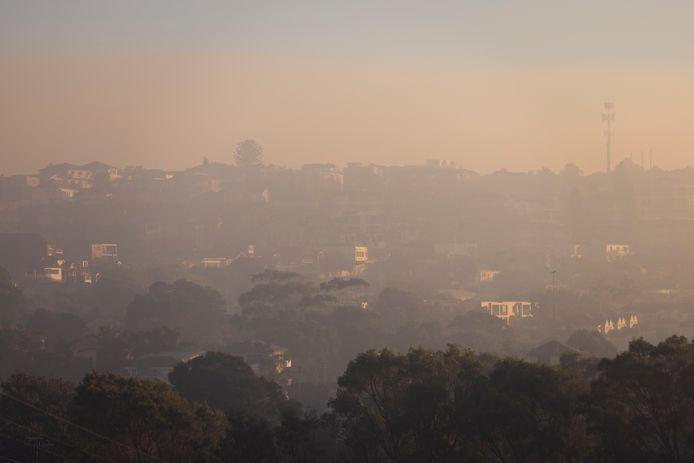 Sydney en omgeving worden bedekt door een dikke deken van rook.