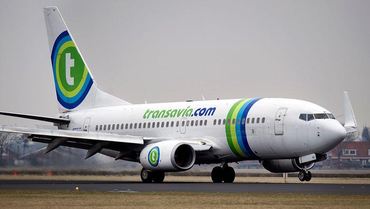 Een toestel van Transavia op de polderbaan van luchthaven Schiphol. Beeld ANP
