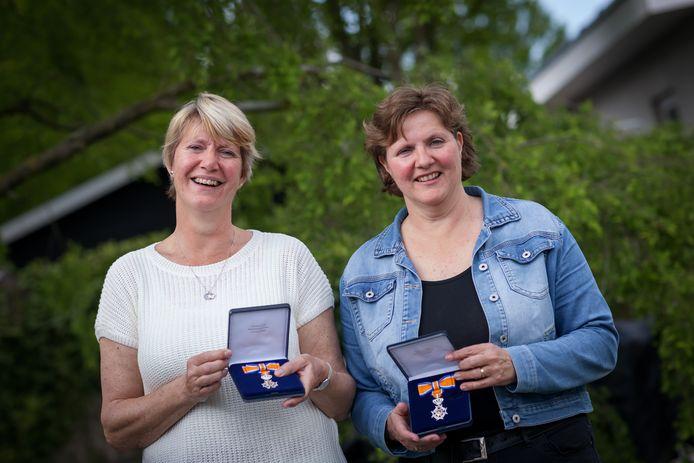 De zussen Claudia Derene en Ans van der Vorm-Derene hebben een lintje gekregen.