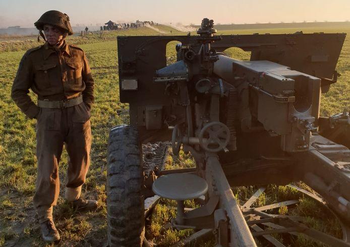 Bart van der Veen uit Hoogerheide deed als figurant mee aan de film Slag om de Schelde. Hier staat hij als Canadese soldaat bij een 25-ponder kanon.