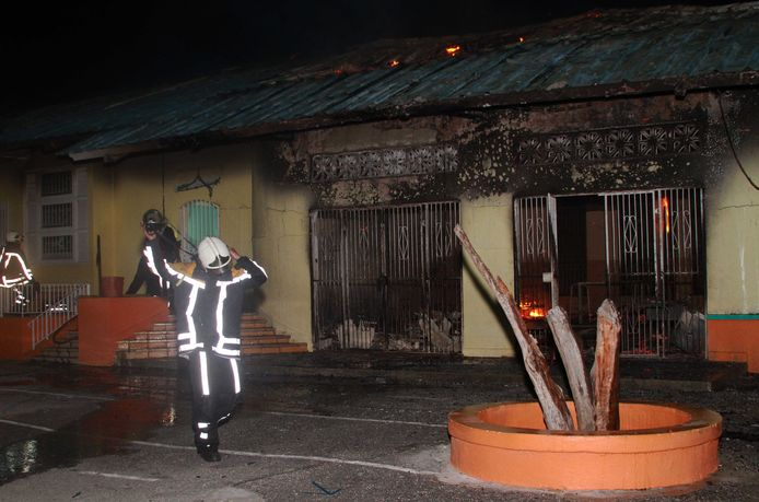 De binnenstad van Willemstad werd vorige week geteisterd door branden en plunderingen. Er is veel onvrede door het inzakken van het toerisme en het verlagen van lonen.