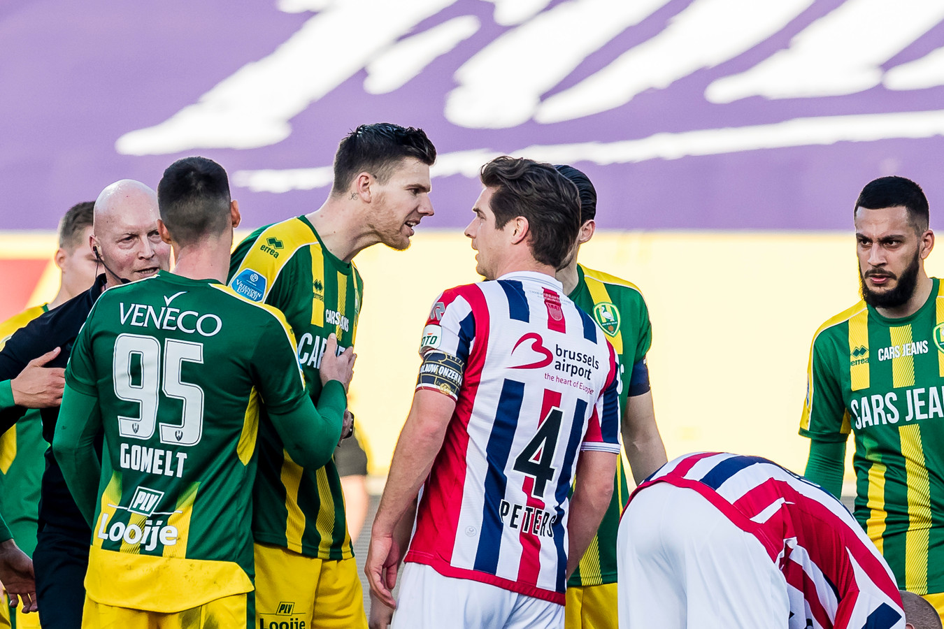Jordens Peters was de schlemiel bij Willem II. De aanvoerder veroorzaakte een penalty en kreeg rood.