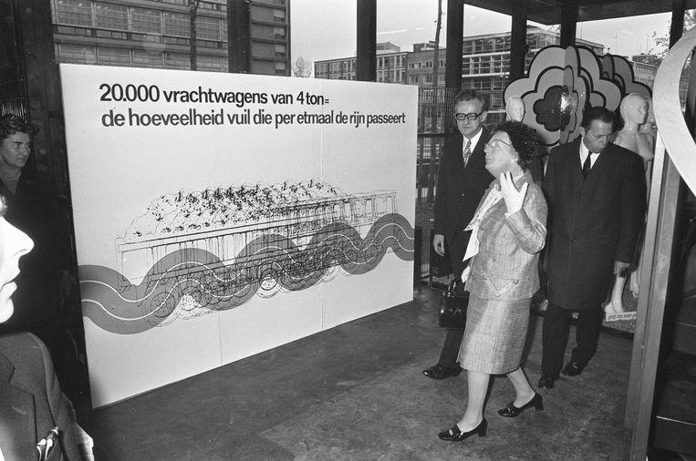 Rotterdam, 26 april 1972, koningin Juliana opent de Club van Rome-tentoonstelling 'Grenzen aan de Groei'. Beeld Alamy Stock Photo