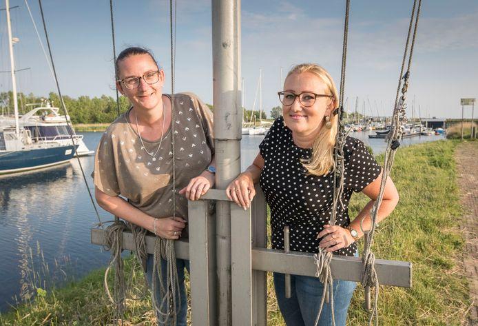 Debbie van der Steen (links) en Gabriëlle van der Schoor helpen andere vrouwen met het vinden van vriendinnen.