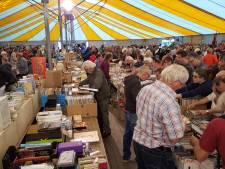 Hollen naar tweedehandspullen op derde Wereld Rommelmarkt Goirle (video)