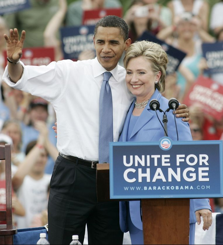 Obama en Hillary Clinton in 2008. Beeld photo_news