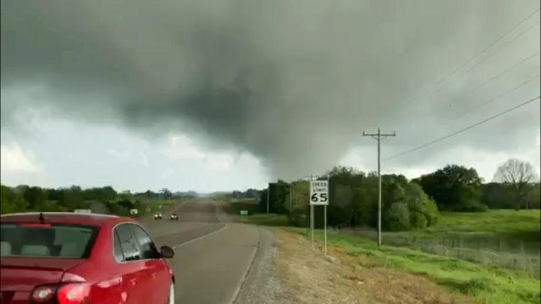 Tornado gezien vanop de State Highway 48 in Durant, Oklahoma.