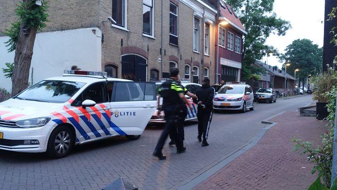 De jongens werden aangehouden, gefouilleerd en overgebracht naar een cellencomplex.
