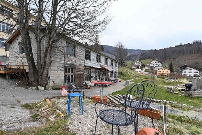 Mia, 8 ans, et sa mère Lola Montemaggi, 28 ans, ont été interceptées par les enquêteurs à 10H45 dans un squat, une usine désaffectée de la commune de Sainte-Croix, située dans le canton de Vaud, selon le procureur de la République de Nancy, François Pérain.