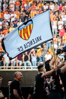 Blinde Valencia-fan krijgt standbeeld op 'zijn' stoel
