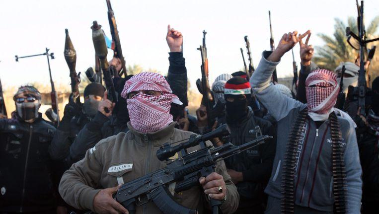 Soennitische strijders van ISIS in de Iraakse stad Falluja. Volgens ooggetuigen hebben ze zich teruggetrokken. Beeld EPA