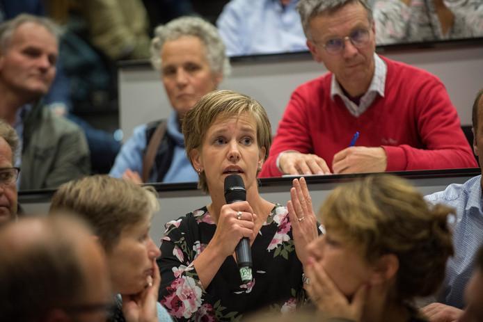Boerendebat op de Wageningen Universiteit. Linda Janssen van de POV aan het woord.