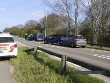 Vier auto's weggesleept na kop-staartbotsing in Oeffelt
