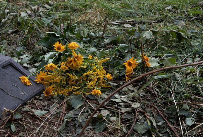 Het eerste bosje bloemen ligt op de plek van het dodelijk ongeluk in Wehl.