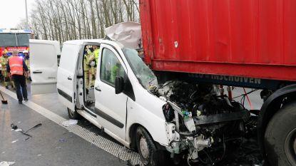 Twee zwaargewonden na ongeval in file naar Antwerpen
