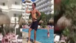 VIRAL: Man geeft aquagym vol passie