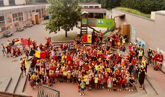 Ook Basisschool Klim-Op Bavegem duimt voor de Rode Duivels.