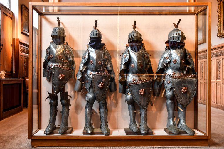 De middeleeuwse harnassen staan nu nog mooi opgeborgen in een kast in het stadhuis. In mei 2020 mogen de nieuwe Vier Heemskinderen ze aantrekken.