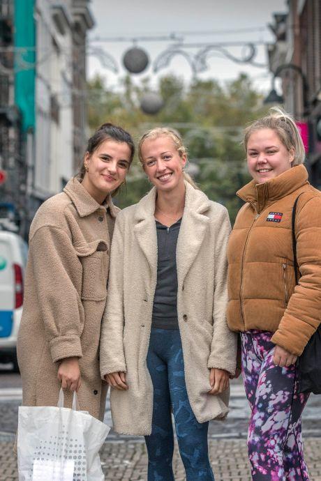 Vrouwen eisen veilige straten in Delft: 'Zelfs een agent zei: mijd die steeg, daar worden meiden aangerand'