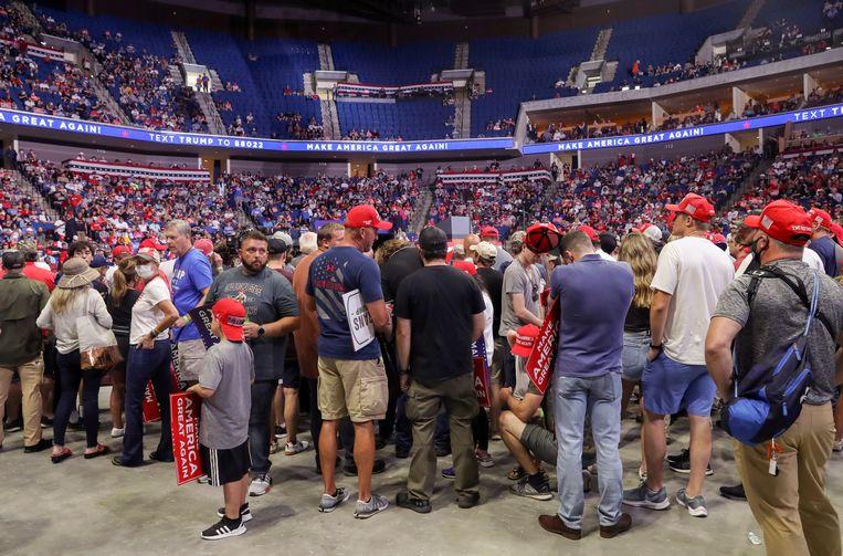 Republikeinse aanhangers van Trump in Tulsa troepten deze week samen in een overdekt stadion, zonder mondmaskers. Paul Krugman: 'Zelfs