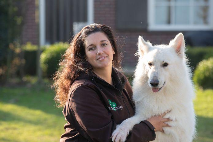 Suzanne de Haan uit IJsselmuiden wacht al lang op een vergunning. Ze moet nog even geduld hebben.